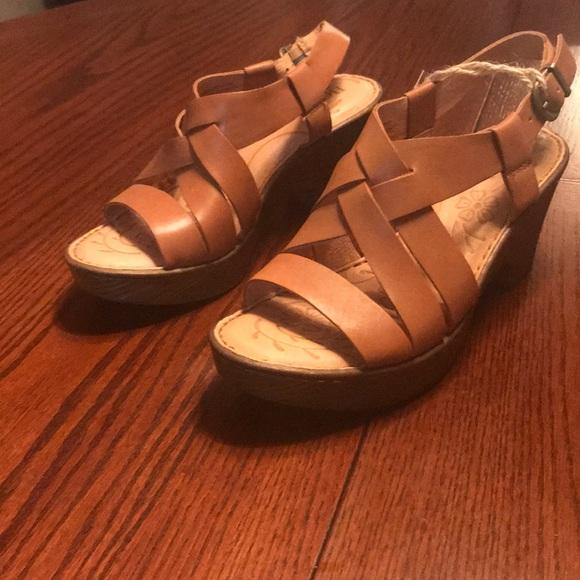 00a1f1dd908 🔅Born🔅 Carmo Wedge Sandals Brown (Luggage) 6M